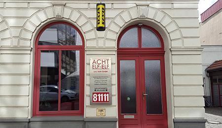 Einfang zur Zentrale der ACHT-ELF-ELF Das Taxi GmbH